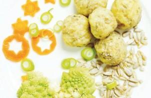 Erdäpfelknödel Im Sonnenblumenkern Mantel Mit Brokkolisalat